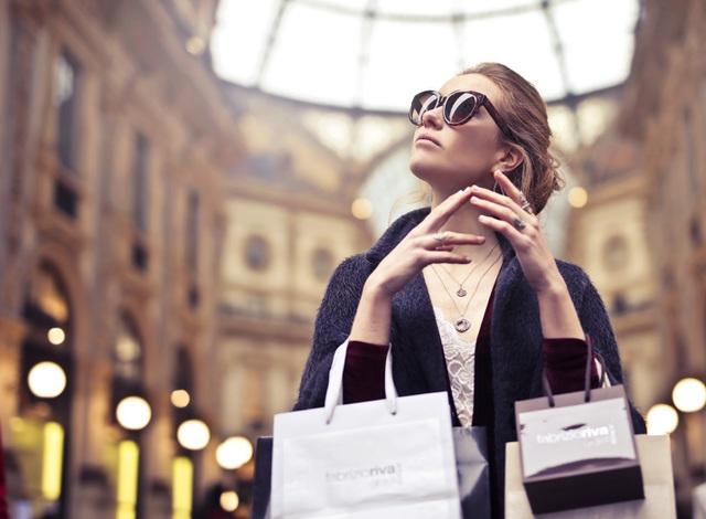 Phụ nữ hiện đại hưởng thụ cuộc sống bằng cách tiêu dùng thông minh ...