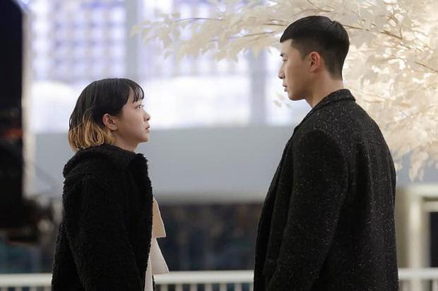 """NSX Tầng Lớp Itaewon """"spoil"""" tập 11, dân tình gào thét đòi bỏ phim nếu Park Seo Joon còn phũ điên nữ"""