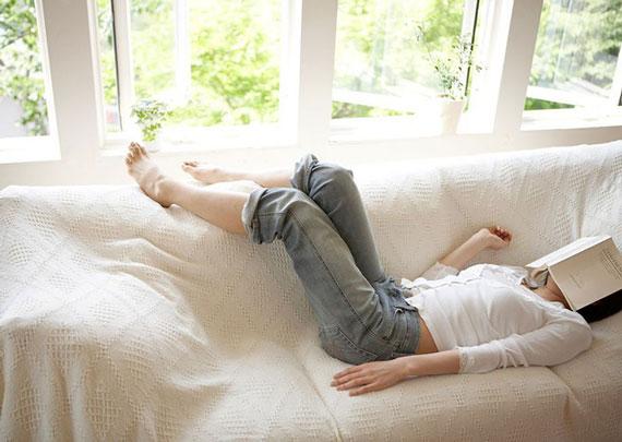 Đọc sách giúp giảm căng thẳng và mệt mỏi tốt hơn