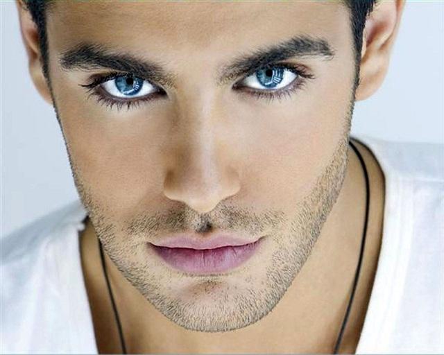 Mắt ướt là dấu hiệu nhận biết một chàng trang lãng tử, phong trần