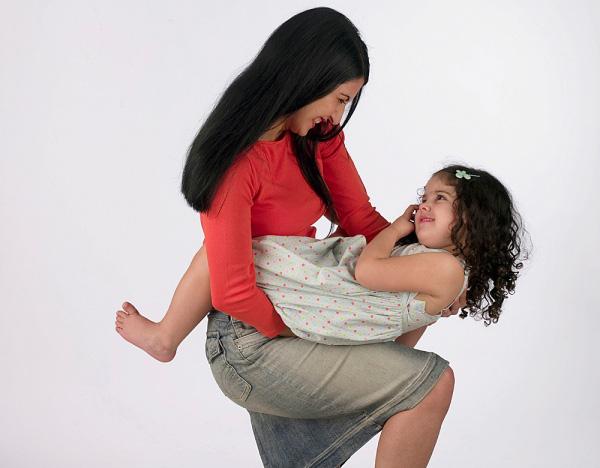 Yêu thương con đúng cách: cha mẹ cũng cần phải học 2